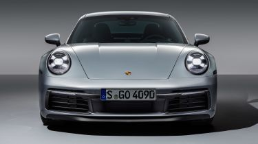 保时捷911混合型原型在路上