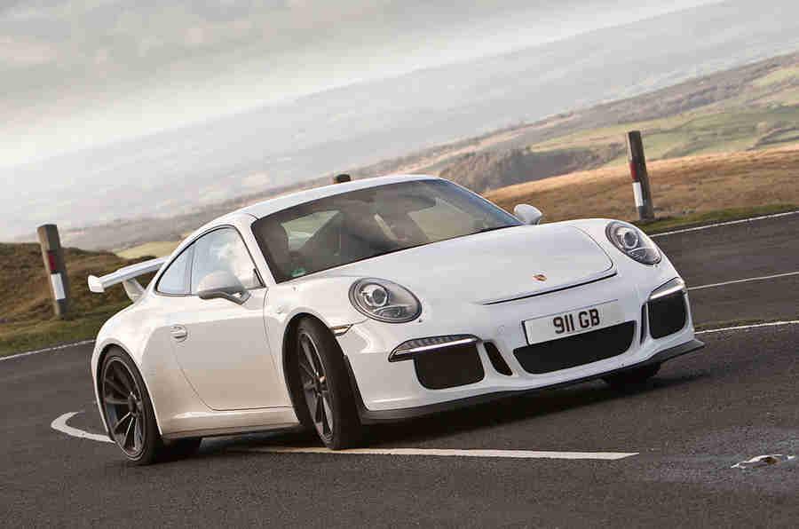 去任何地方,快速:在保时捷911 GT3中英国公路旅行