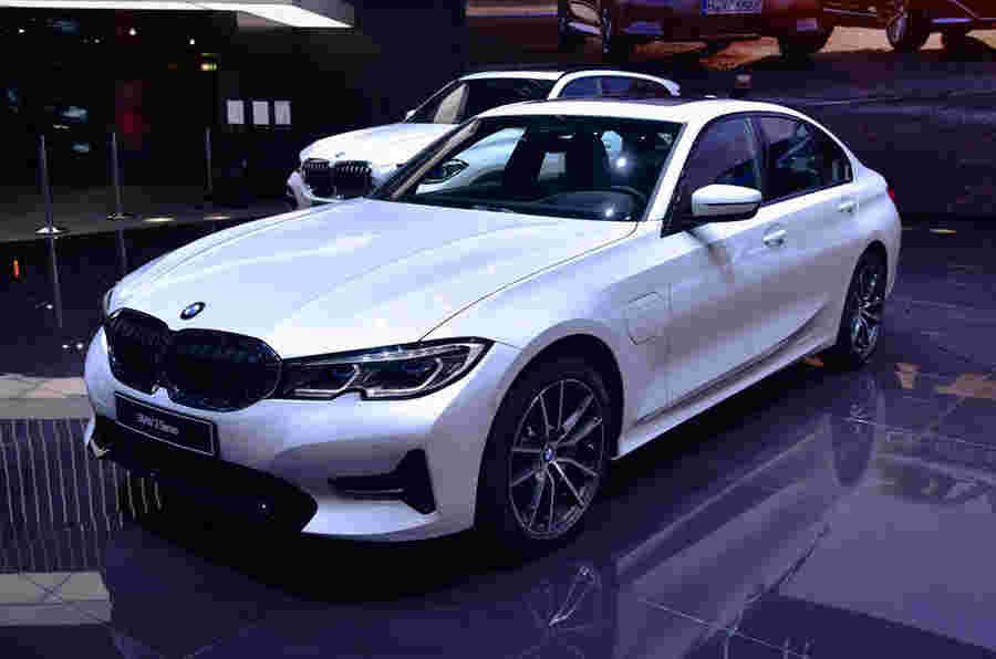 新的BMW 330E PHEV显示出额外的功率和范围
