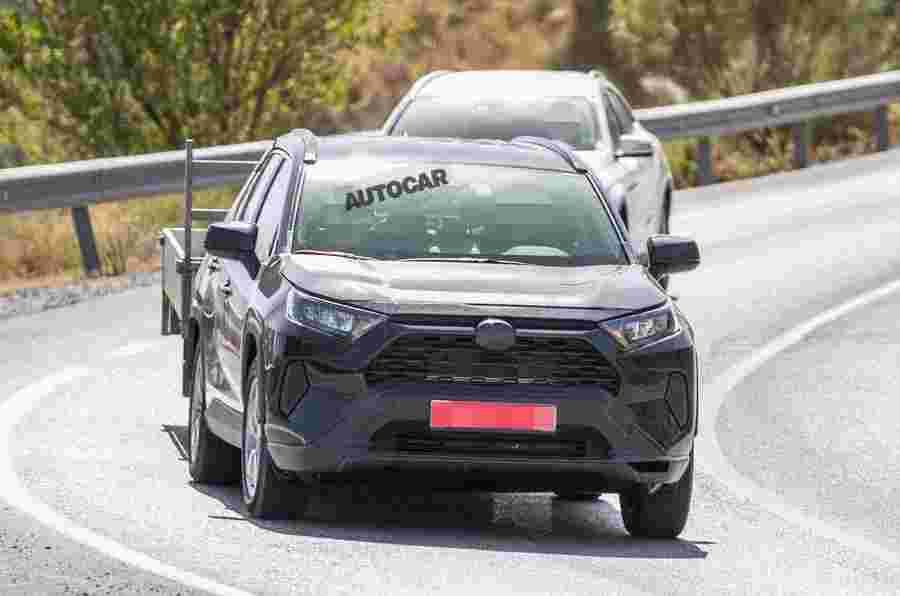 丰田在新图像中测试插件混合RAV4 SUV